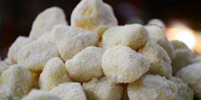 Pesto-Gnocchi mit Pflaumen