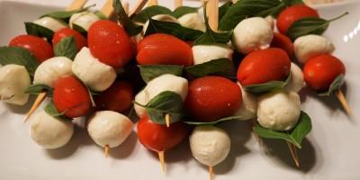 Tortellini-Mozzarella-Tomaten-Spieße