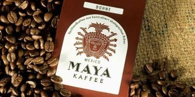Maya Kaffee-Packung auf Kaffeebohnen