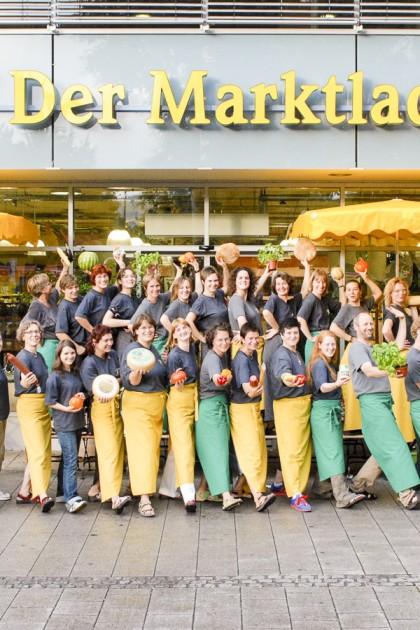 Marktladenteam 2006 vor dem Marktladen Europaplatz